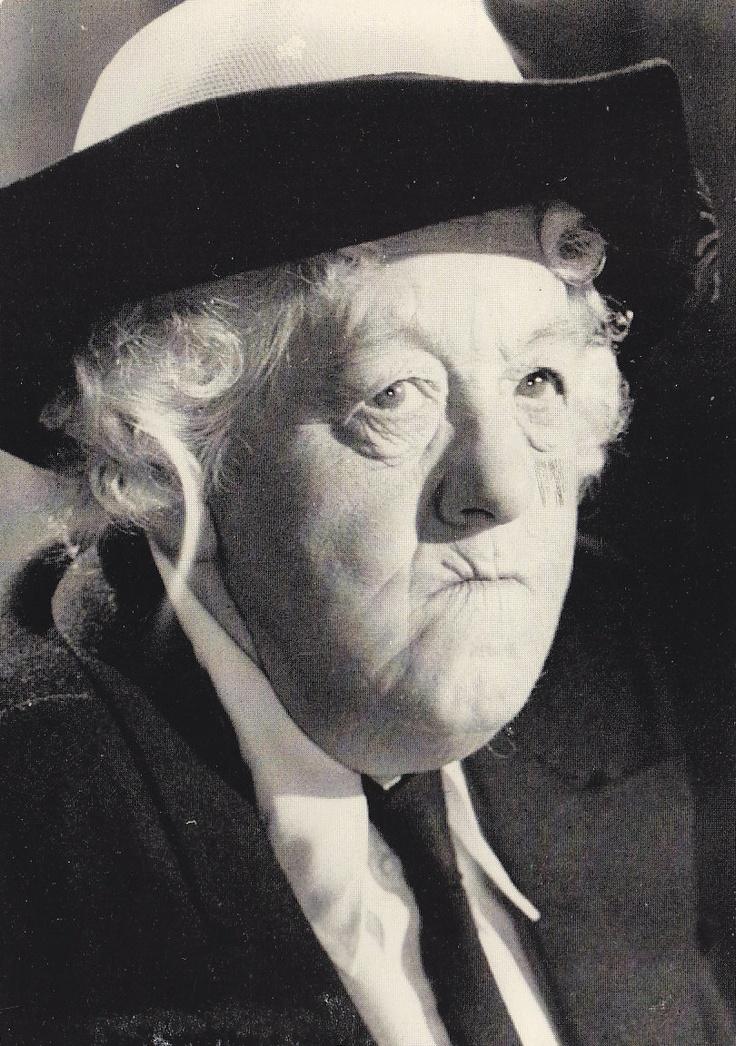 Miss Marple fürs Krimidinner - hängt euch eine Ahnengalerie auf. Die berühmte, etwas schrullige Ermittlerin darf natürlich nicht fehlen!