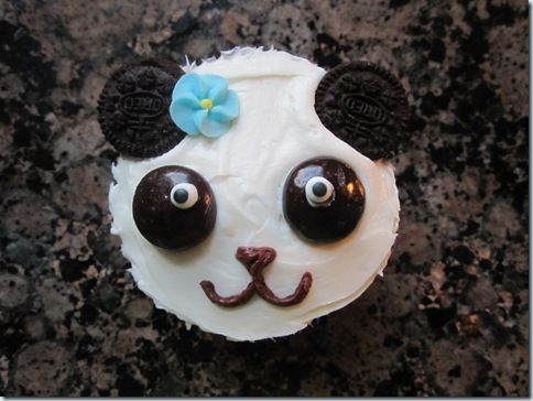 Panda cupcakes that seriously look easy enough that I may be able to pull this off for Jessica's Birthday!
