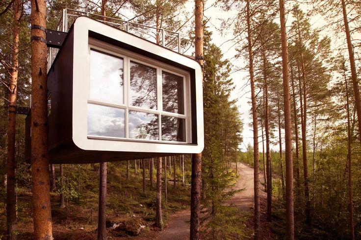 """Von der Kabine, """"The Gabin"""", hat man einen perfekten Blick bis zum Lule Fluss in Norrland, Nordschweden. Besucher erwartet ein 24 Quadratmeter großer Raum mit Platz für zwei Übernachtungsgäste. Ausgestattet mit Doppelbett, Badezimmer und Terrasse. www.treehotel.se"""