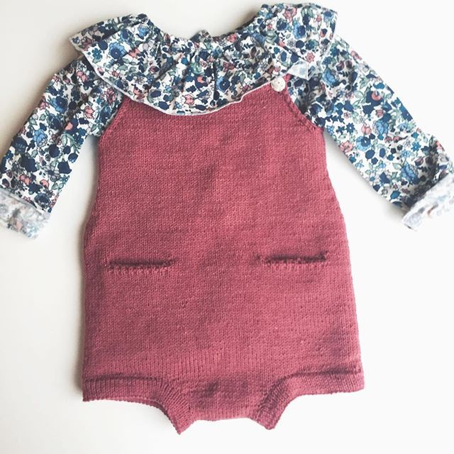Finally finished this #pocketplaysuit by #ministrikk. Knitted in Tern (love that yarn!) by #quinceandco.  #pierrotlalune #barnestrikk #barneklær