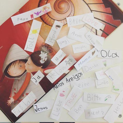 """Sooo eine tolle Stunde zum Buch """"Die große Wörterfabrik"""", das eines meiner Lieblingsbücher ist, weil man so viele Themen aufgreifen kann❤ Danach hatten die Kinder die Aufgabe, für sie WICHTIGE Wörter (egal welche Sprache) aufzuschreiben. In 10 Min. hatten wir 78 verschiedene WörterEs war bedenklich, warum manche als wichtig empfunden waren, aber die meisten Kinder haben sich tolle Wörter überlegt! #fblogger #like4like #ootd #gift #work #montessori #austrianblogger #school #lehreralltag #m..."""