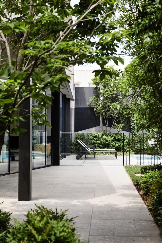 House Tour A Spacious And Modern Bayside Melbourne Home In 2020 Melbourne House Landscaping Melbourne Landscape Design