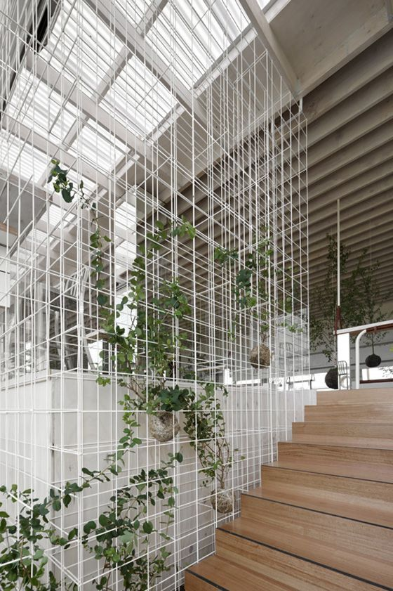Wire facade for creepers or pots // This is so different from the typical ones; so clean and so Japanese :>: