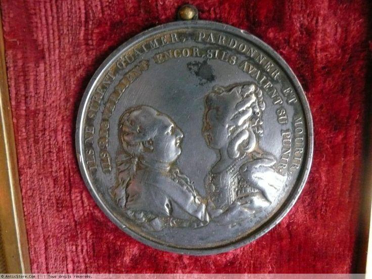 Médaille comémorative de Marie-Antoinette et Louis XVI - Objets de Vitrine Style