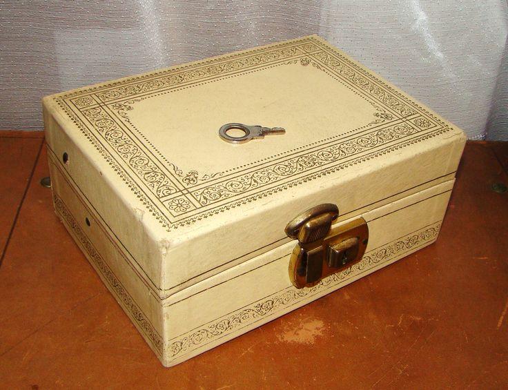 Vintage 70s Jewelry Box Ivory Cream Gold Script Edges Brass Lock