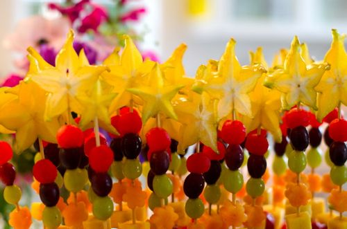 Fruit Wands! MMM perfect for our sunday mornings, or adventure time or..partaaays! <3