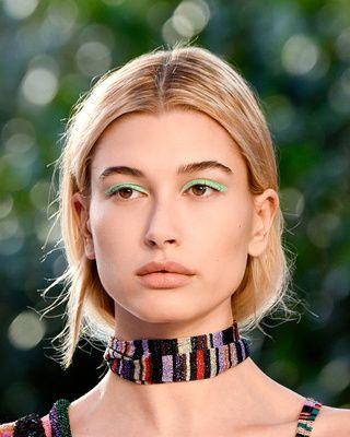 9 tendencias de maquillaje que harán de esta Primavera la más colorida de tu vida. #MakeupTrends #MakeupSpringTrends #MakeupLook #ColorEyeliner #Highlighter #HaileyBaldwinLook #HaileyBaldwin #LipColor #LipTrend #Eyelashes
