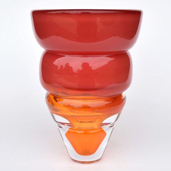 """Paul Spannenberg - Vaas  De doorsnede van de vaas is 155 cm en de hoogte van het object is 225 cm. Het gewicht van de vaas is 3 kilo - . De vaas is gesigneerd met: P Spannenberg 2009. De vaas bevindt zich in een perfecte staat en heeft geen enkele beschadiging. Deze bijzondere mooie en zware glazen vaas is een puur stuk glaskunst gemaakt door de Nederlandse glaskunstenaar Paul Spannenberg. Aangeboden: stijlvolle vaas die van mij de titel """"still cooling down"""" kreeg.De vaas kreeg van mij deze…"""