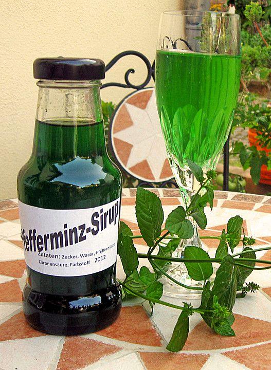 Pfefferminzsirup 100 g Pfefferminze (trockene, saubere Blätter verwenden) 15 g Zitronensäure 500 g Zucker 1 Liter Wasser 1 Msp. Lebensmittelfarbe, grüne (Pulver)