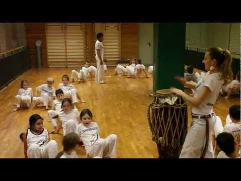 Capoeira Kids = Água de Beber =2013 - YouTube