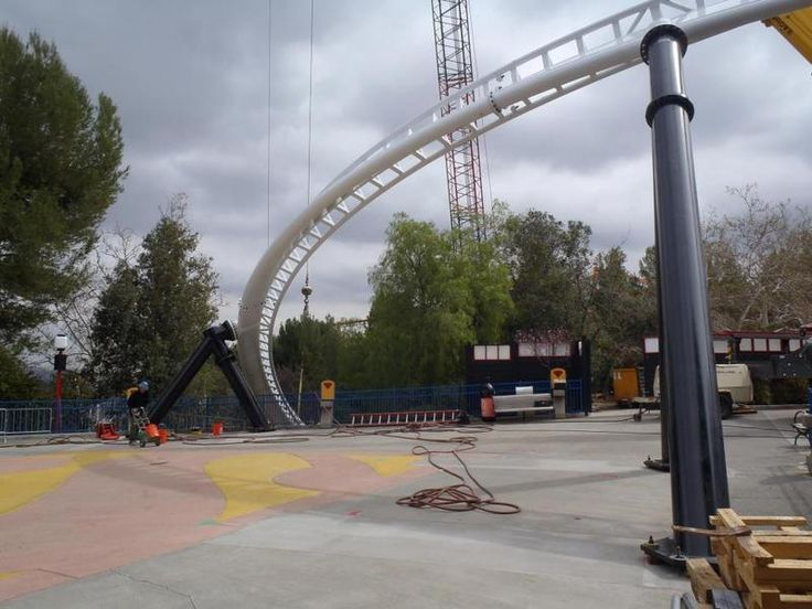 more http://earth66.com/rides/throttle-construction-flags-magic-mountain-california-2013-season-completed-feature-worlds-tallest-vertical-loop/