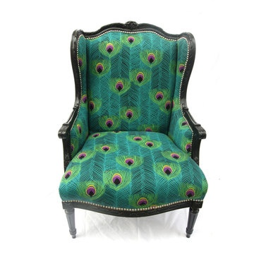 Peacock feathers turn chair into a statement.: Vintage Chairs, Design Inspiration, Reading Chairs, Vintage Design, Vintage Green, Wingback Chairs, Peacocks Feathers, Octavia Vintage, Peacocks Chairs
