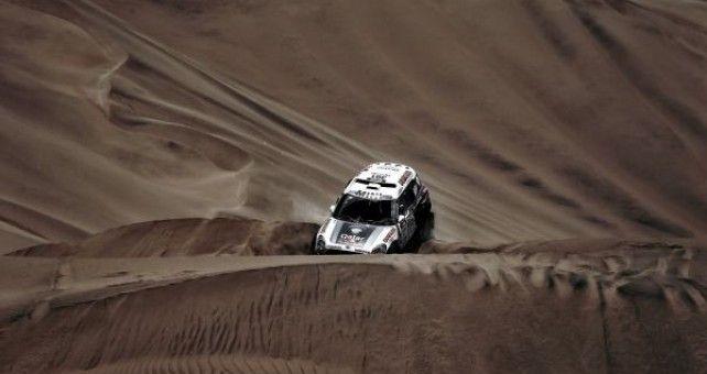 """Nasser Al-Attiyah ha dominado la especial casi de principio a fin hasta hacerse con la victoria final al término de esta décima etapa del Dakar 2014. Con 3'47"""" de ventaja sobre Stéphane Petehansel."""