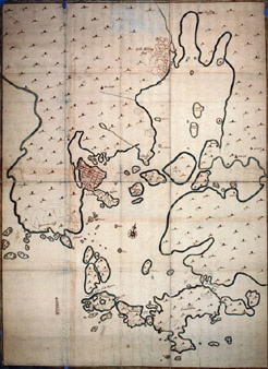 "Kartta ""Charta öfwer gamble och Nya Helsingfors varande ägor"". Kartan on ilmeisesti piirtänyt vuonna 1645 Hans Hansson. Mk noin 1:12 000. Ruotsin valtionarkisto, Tukholma."