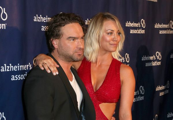 "Kaley Cuoco Johnny Galecki Photos Photos - Actors Johnny Galecki (L) and Kaley Cuoco attend the 24th and final ""A Night at Sardi's"" to benefit the Alzheimer's Association at The Beverly Hilton Hotel on March 9, 2016 in Beverly Hills, California. - 2016 Alzheimer's Association 'A Night at Sardi's' - Arrivals"
