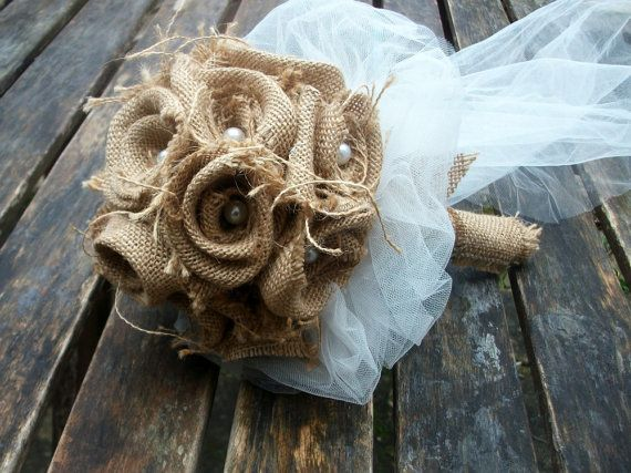 Bruidsboeket van jute / Bridal Burlap Bouquet by WeddingLab
