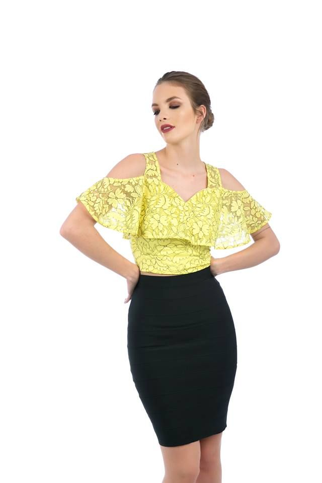 Elastic highwaisted midi skirt with gold zip fastening along the back side. 90% Polyester. 10% Elastane. https://www.modaboom.com/clothes/skirts/midi-pencil-zip-skirt-black/