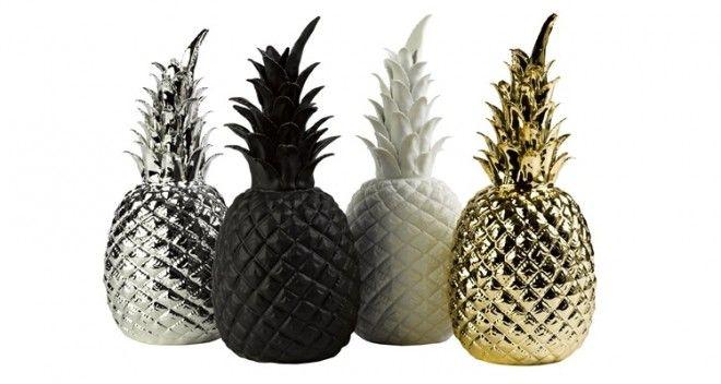 Decorazione delle feste sì ma in porcellana: l'idea degli olandesi Pols Potten è Pineapple, ananas centrotavola dipinto in multicolor con effetto dégradé oppure in oro, argento, bianco o nero.