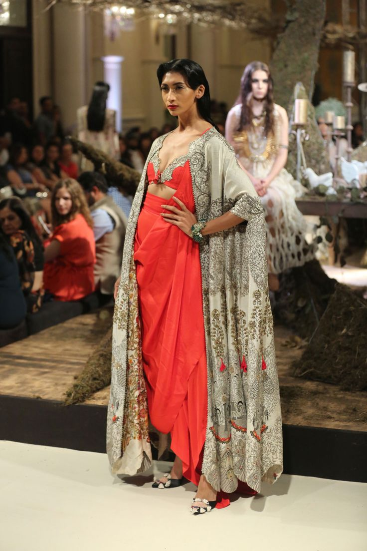 Collection-by-Designer-Anamika-Khanna-@-FDCI-India-Couture-Week-2016-(6)