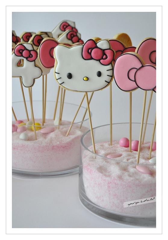Biscuits Hello Kitty à réaliser pour décorer le buffet d'anniversaire de votre enfant. (Kids birthday Hello Kitty)