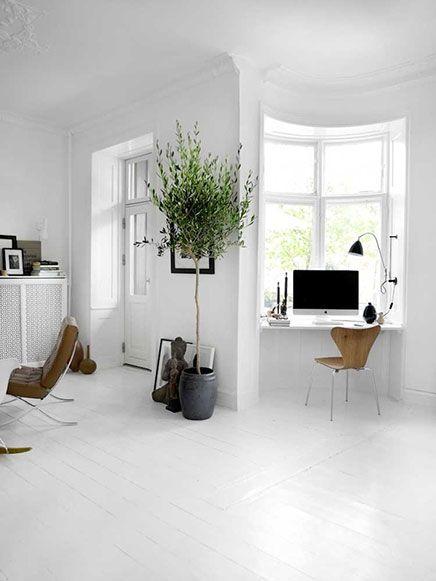 Monochrome woonkamer - Inrichting-huis.com Werkruimte in woonkamer