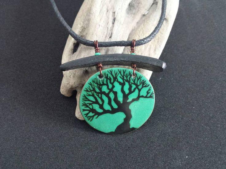 Collier arbre,arbre de vie, émail sur cuivre, cuivre recyclé, fait main, vert, jade, roots, peint à la main, nature, pièce unique, originale de la boutique Mammbodo sur Etsy