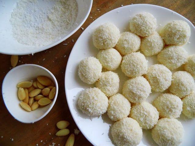 Postup: Do kondenzovaného mlieka nasypeme asi 4/5 kokosu, ak máme mandle aj mleté, tak trocha mletých mandlí a trocha rozomletých oblátok alebo piškót. Zvyšok...