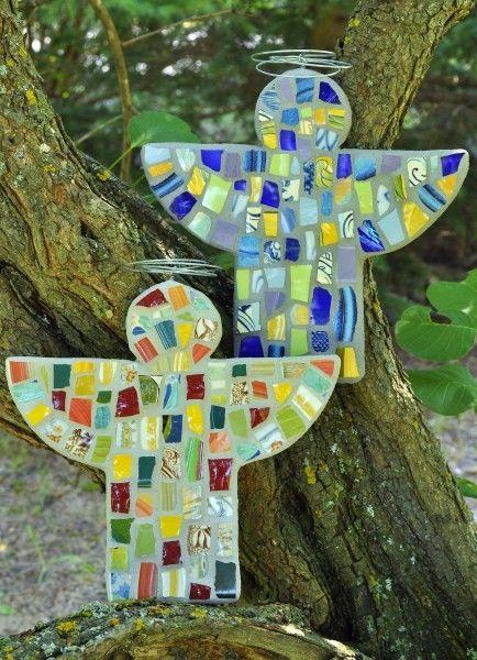 Broken china mosaic guardian angelGuardian Angels Crafts, Mosaics Guardian, Glasses Gardens Angels, Crafts Ideas, Crafts Angels, Broken China Mosaics, Gardens Art, Mosaics Angels, China Guardian