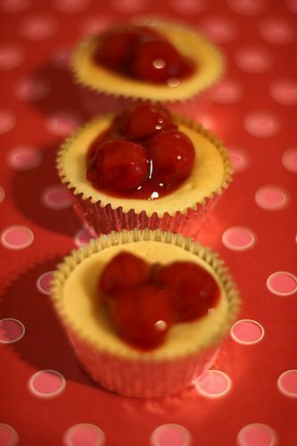 Super Easy Mini Cherry Cheesecakes « bakerella.com