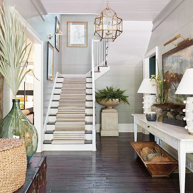Pretty entry details!! Also some end of summer sales on the blog today. Design @ashleygilbreathinteriordesign