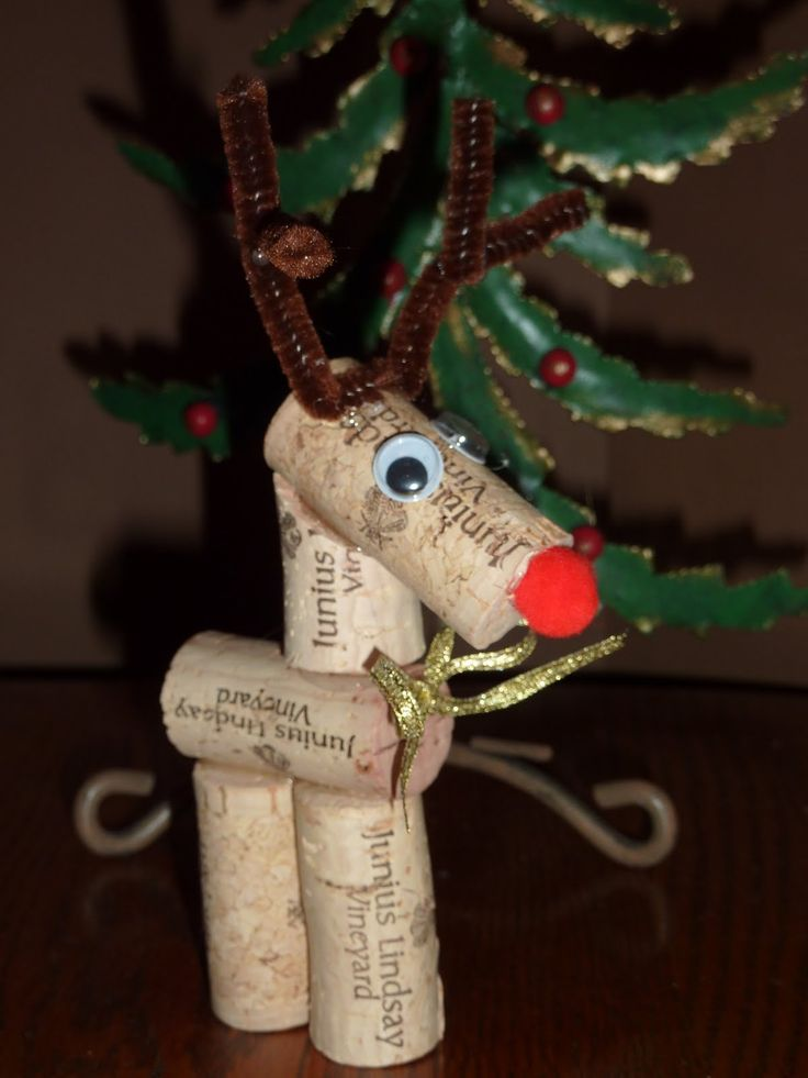 I saw this on a friend's Christmas tree so I had to go and find instructions.  Project for next year.    5wine corks, small red pom-pom, 2 wiggly eyes, brown chenille stem, ribbon,hot glue and a knife.  glued the corks together and decorates his head.  Instructions here: http://jennwa.blogspot.com/2011/12/cork-reindeer.html: Christmas Crafts, Wine Corks, Crazy Women, Christmas Decor, Reindeer Ornaments, Christmas Trees, Christmas Ideas, Corks Reindeer, Christmas Gifts
