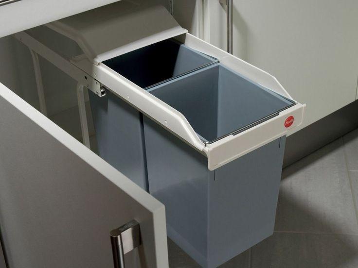 Corps : tôle d'acier traité Coucvercle : plastique Seaux intérieurs : plastique Capacité : 15 Litres + 15 Litres(sac poubelle modèle standard non fourni) Coloris : ...