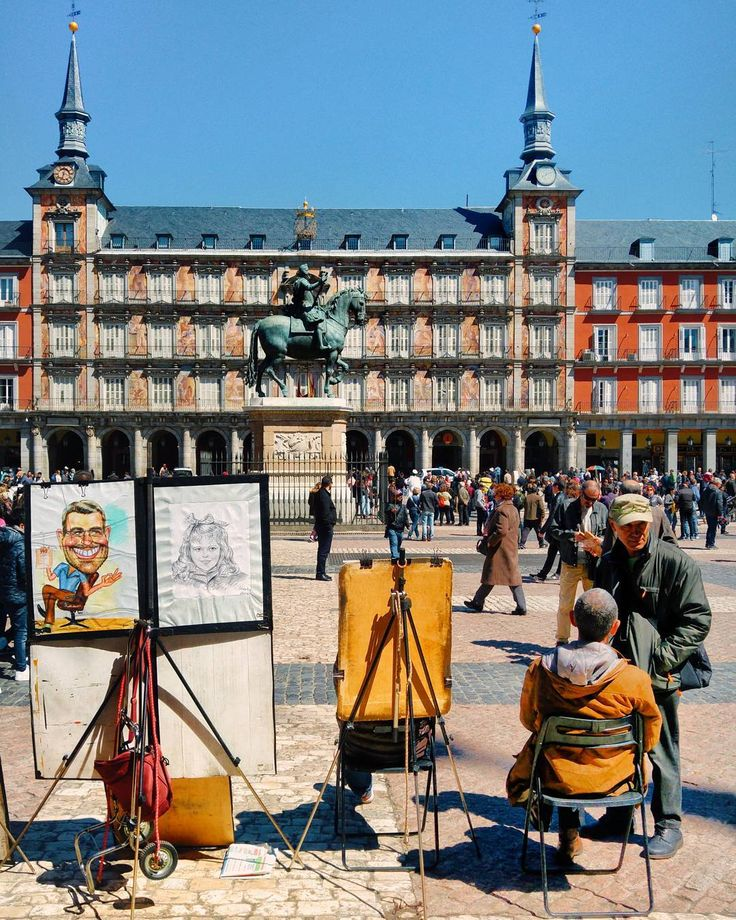 Art in the center of Madrid . Do you know I'm good at drawing caricatures? . . #madrid #art #spain #igspain #españa #igespaña #streetart #dinner #horse #facade #arte #sunset #bestsunset #skylovers #drawing #architecture #europe #AwesomeEarth #BestVacations #EarthFocus #BeautifulMatters #Awesome_Earthpix #PassionPassport #CNTraveler #AGameOfTones #BeautifulDestinations #AwesomePix #Tv_Living #summertime #love