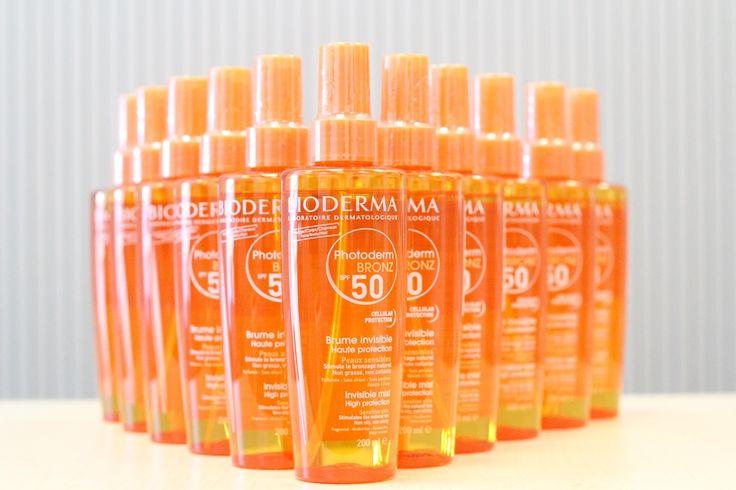 Photoderm Bronz Brume SPF 50/UVA 27, ulei fin parfumat, pentru fotoprotectia solara, cu efect hidratant, intra rapid in piele fara a lasa film gras, iar pielea devine moale si catifelata.    Ambalajul sub forma de spray si parfumul delicat asigura o aplicare rapida si placuta.