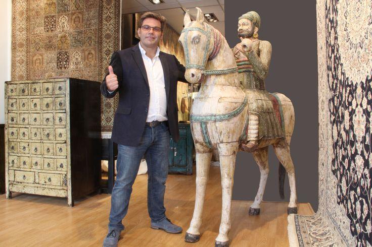 Onze nieuwe aanwinst! Een prachtig antieke houten paard uit India.