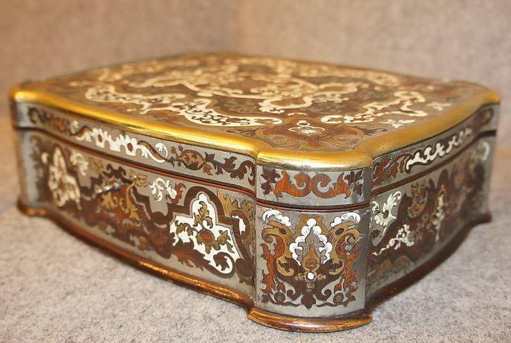 Scatola boulle intarsiata avorio, peltro, bronzo, violetto, materiali pregiati, epoca meta 800.