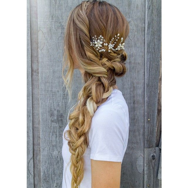Wedding hairstyle / Gorgeous bridal hair accessories