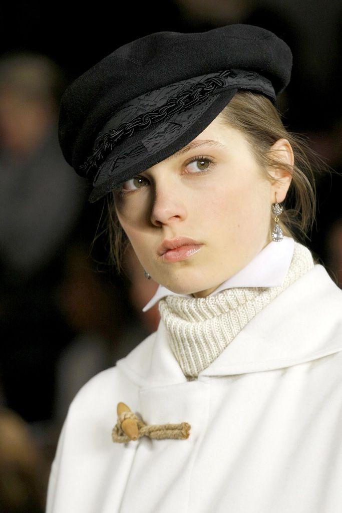 VOGUE fashion | trends | 顔まわり小物で劇的に変化! 最旬ボーイフレンド・カジュアル。 | 1