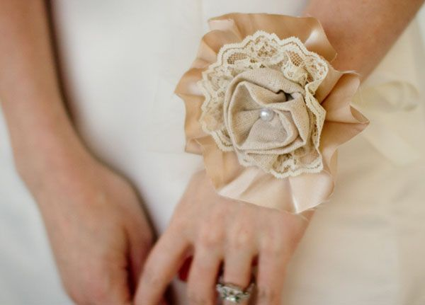 Corsage bege!