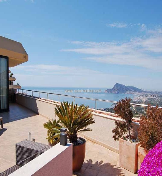 Spectacular penthouse of 411 sqm, built with high quality finishes: marble floors, solid carpentry, etc. .... It has covered and uncovered terraces with fabulous views to the sea and the bay of Altea. The terraces have an area of 260 sqm. The residential complex has a janitor, security staff, well-kept gardens and communal swimming pool. It is located in a quiet area with plenty of privacy in Sierra de Altea, a few minutes from Altea la Vella and all services.