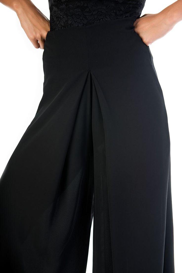 Regular fit. Culottes skirt like. Invisible side zip fastening. 100% Polyester.  https://www.modaboom.com/zip-kilot-tupou-fousta.html