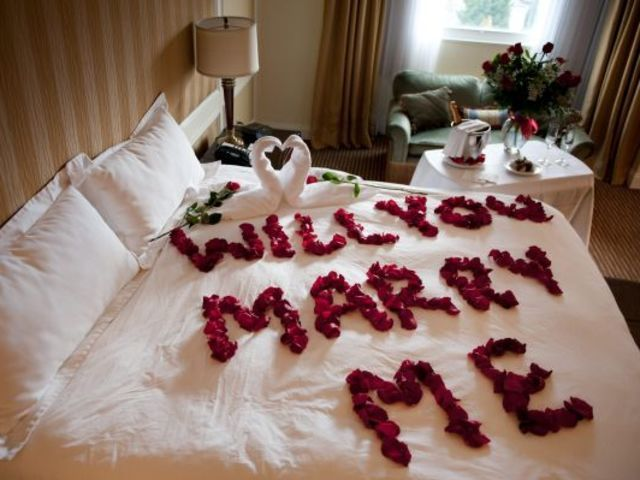 What kind of marriage proposal suits you best? You could write it with red rose petals on your bed, or you could ask him/her in the morning perhaps after sex! Magic is in simplicity!!!!