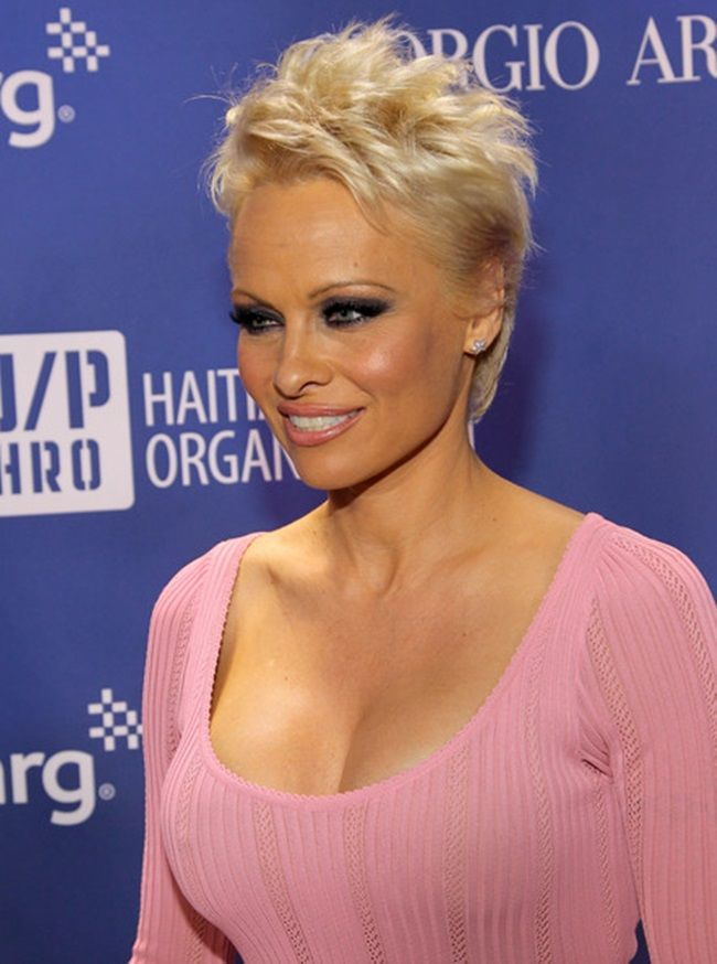 """Former """"Baywatch"""" Babe Pam Anderson Wears Steve Madden for Haiti Gala    $126.75 BUY ➜ https://shoespost.com/pamela-anderson-bow-tip-pumps-sandals-haiti-gala/ Being friends with a former lover or boyfriend after you break up is one thing, but marrying your ex-husband after being divorced for several years is completely another. Would you agree? Such a reconciliation puts a whole new meaning to the phrase """"wearing your dirty..."""