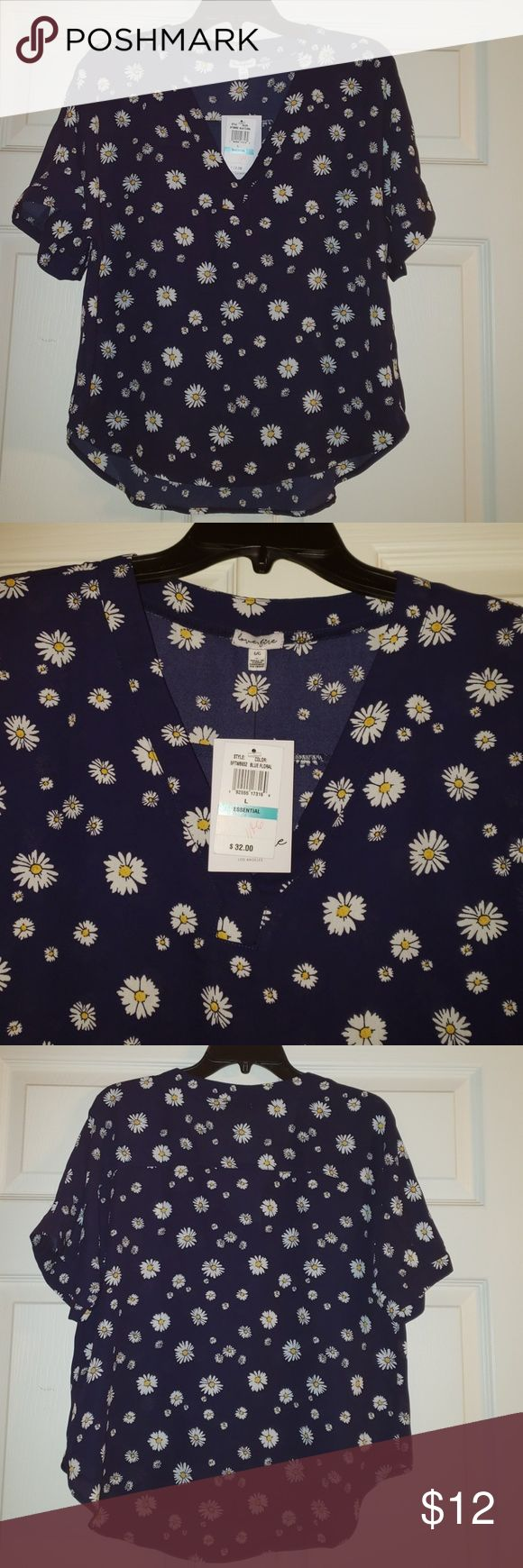 Blouse Nwt from the Belk juniors department, rolled sleeve