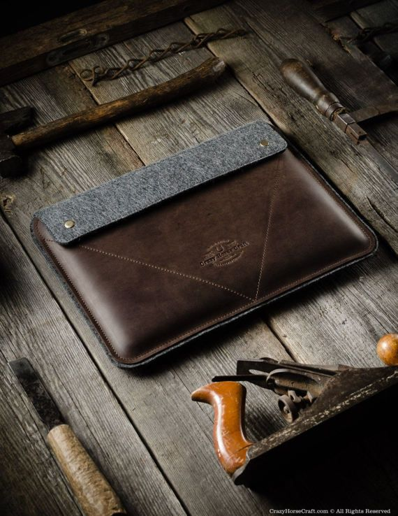 This case is made of classic saddle Crazy Horse leather and 100% Wool Felt, it was designed for the new MacBook Pro with Touch Bar and Retina screen (13 inch and 15 inch), MacBook Air (13 inch and 11 inch) and MacBook retina 12 inch. - thick 100% wool felt protects your macbook