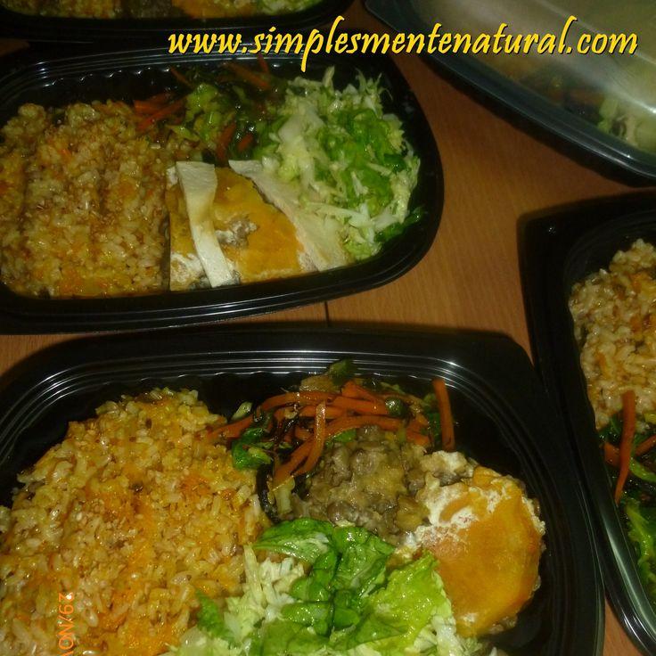 Arroz integral com cenoura Empadão de lentilhas verdes Legumes salteados com alga aramé Salada de couve, laranja e passas