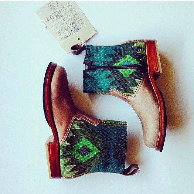 Molantico knows the perfect way to capture beautiful Botines! #teysha #customboots #handmade