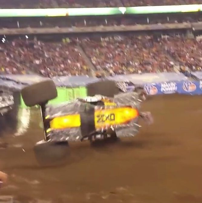 Here's a crazy Max D sidewall save attempt for ya! Tom Meents in Max D putting Max D on 2 wheels to try and save it! Will it work!? Also can anyone guess what stadium?? #monsterjam #nascar #f1 #drifting #racing #mechanic #art #legend #wraps #paint #schemes #Indianapolis #gravedigger #cars #trucks #mechanic #indi #wheelie #stunts #backflip #avengence #yeahhhhhhh #christmas #newyear