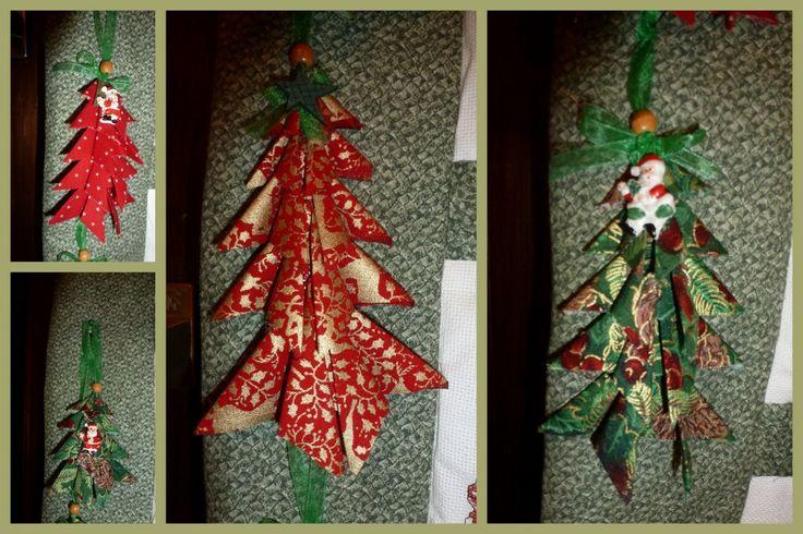 Des sapins en tissus, avec des charms de Noël