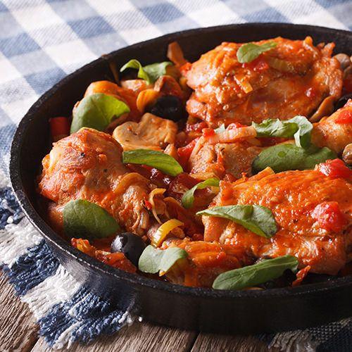 Kippenpootjes met tomaten-paprikasaus - recept - okoko recepten